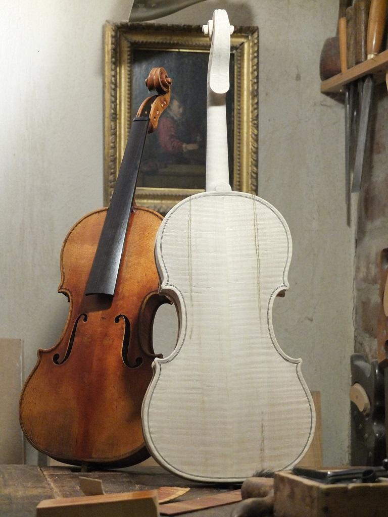 Old wood minerale interior of violin - Post 23531 0 05286300 1452454946_thumb Jpg