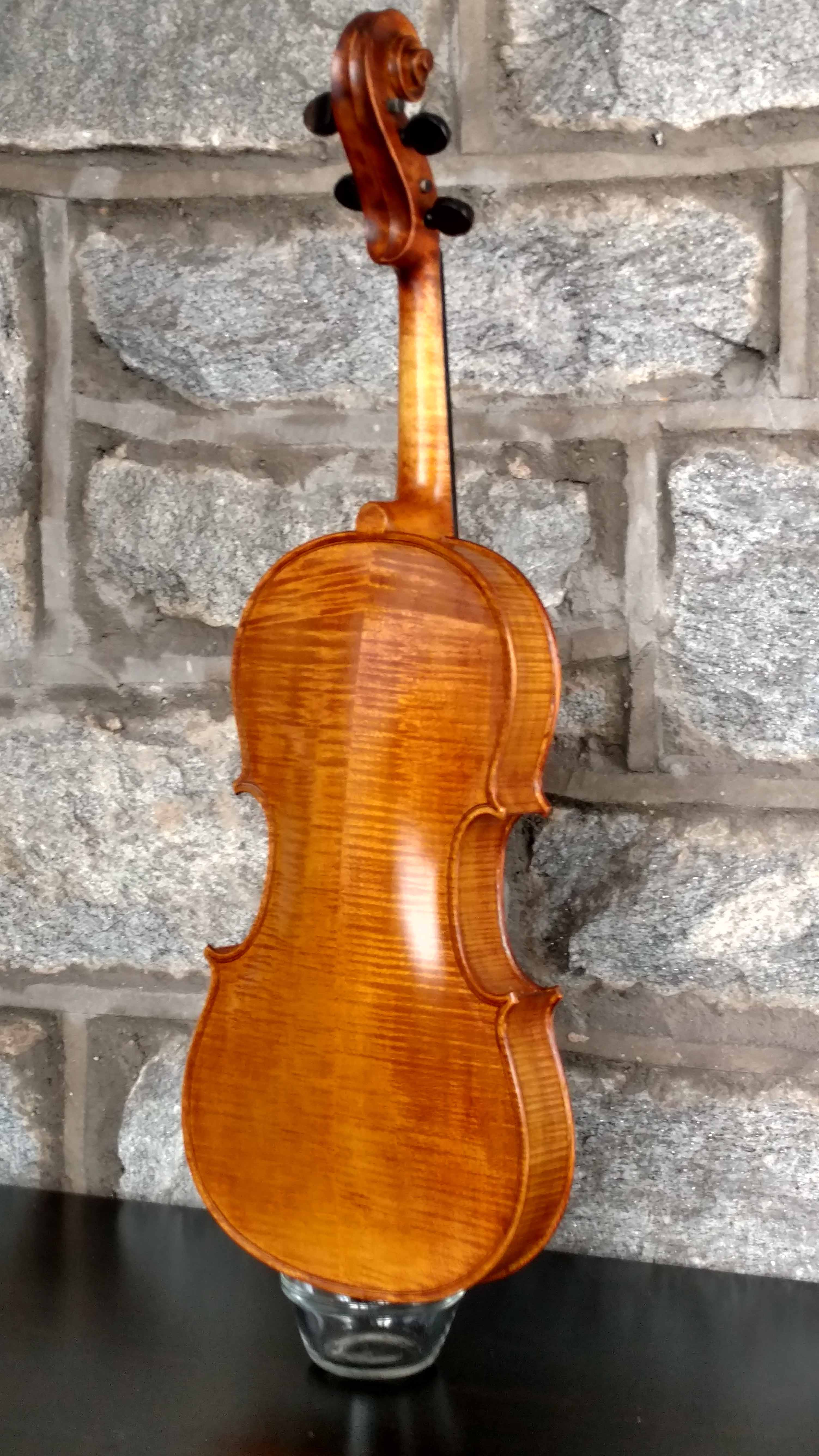 Old wood minerale interior of violin - Viola2 Thumb Jpg 7b0c7bd8d6a069d748e69ea9cd174a7c Jpg