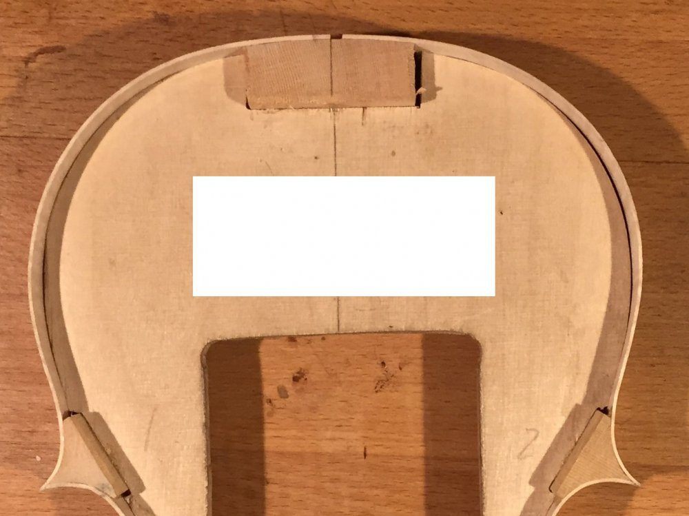 Asymmetry at upper bout.jpg