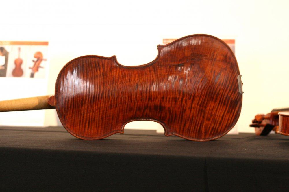 andreas-preuss-viola-back.thumb.jpg.eaa16caa55177a047d3f990e72183d43.jpg