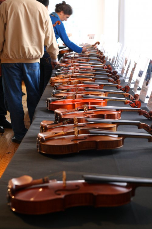 contemporary-violin-makers-exhibition-reed-yeboah-fine-violins-nyc.thumb.jpg.f94043165b866e2bbd464b8ddc09d00e.jpg