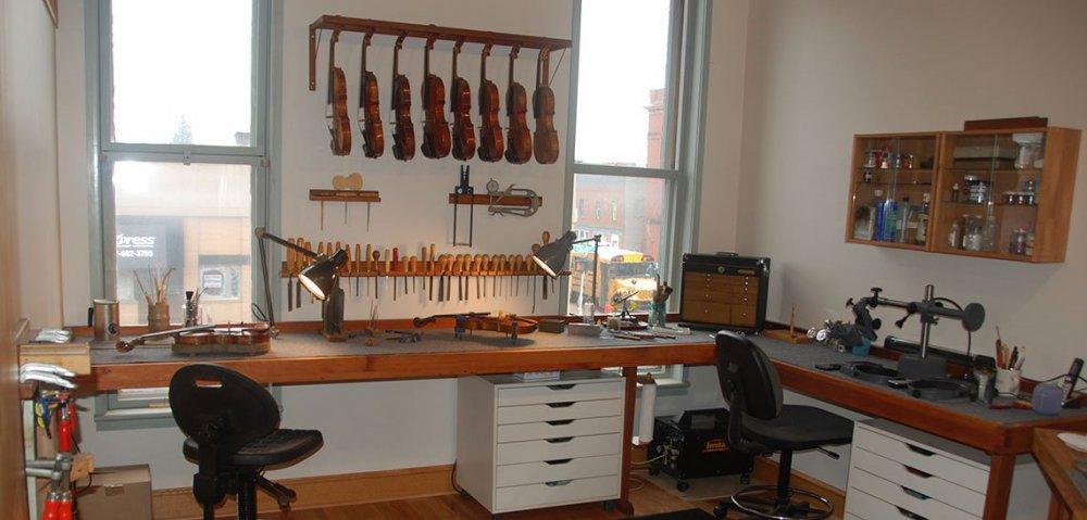 js_holmes_fine_violins_new_workshop.jpg