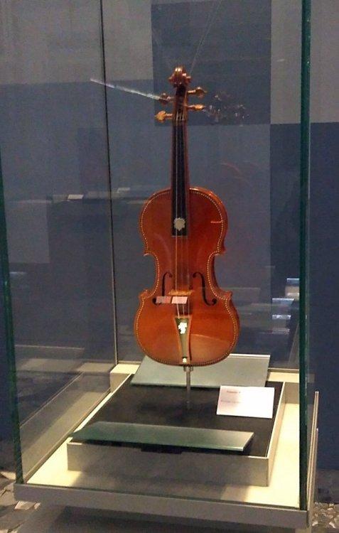 1393097051_1-ViolinoSacconi1941MdV.thumb.jpg.f3c2f6bcc8f9466b5d491dbb44ddf2be.jpg