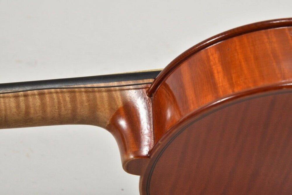 i59u12-Alte-Geige-mit-Koffer-_57-6.thumb.jpg.114653d65d6a6aee6e5cf31278a0cd11.jpg