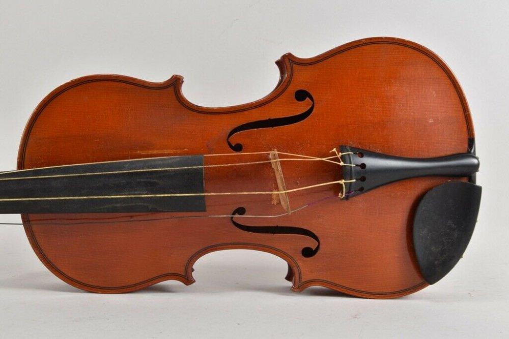 i59u12-Alte-Geige-mit-Koffer-_57.thumb.jpg.b354d0e4a097b6743c7c5211e6f91620.jpg