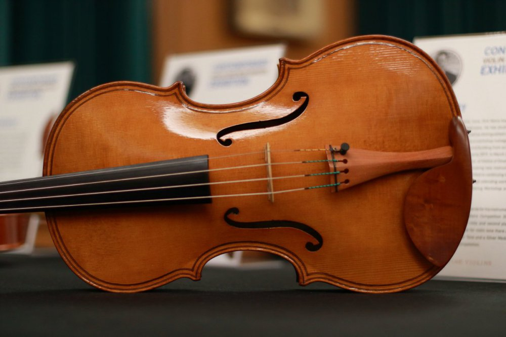 contrmporary-violin-exhibition-197-bassclef-october-18-2019.thumb.JPG.0c810e9f14cbad8aeb81d759aa1bd55c.JPG