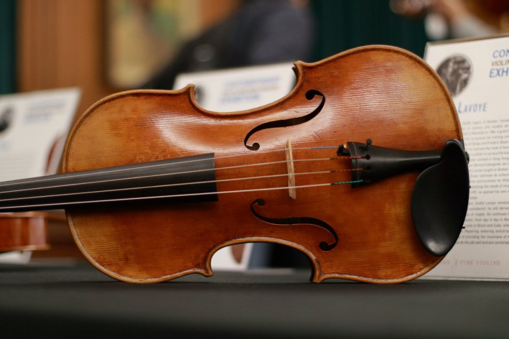 contrmporary-violin-exhibition-208-bassclef-october-18-2019.thumb.JPG.2956c6ef887a8184dc885de837027ae3.JPG