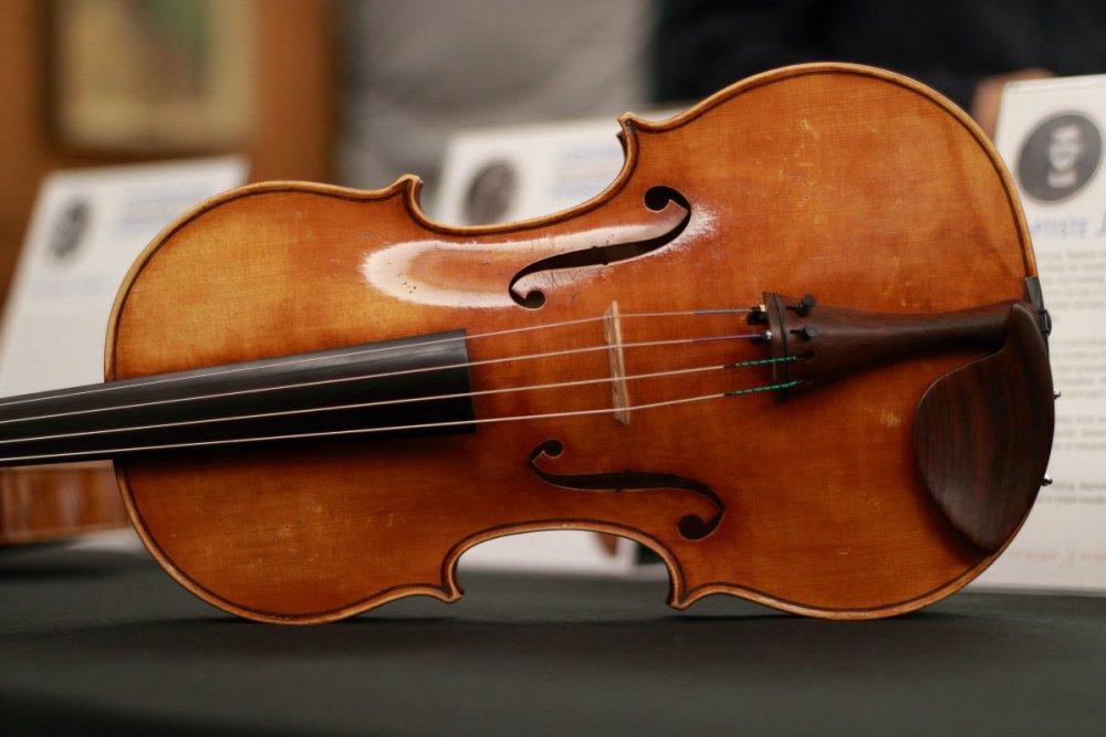 contrmporary-violin-exhibition-212-bassclef-october-18-2019.thumb.JPG.127b440be644dd838bc9e79ca93370b3.JPG