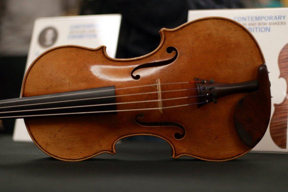 contrmporary-violin-exhibition-217-bassclef-october-18-2019.thumb.JPG.ba462fcba77c0c30fbd8a91054e64692.JPG