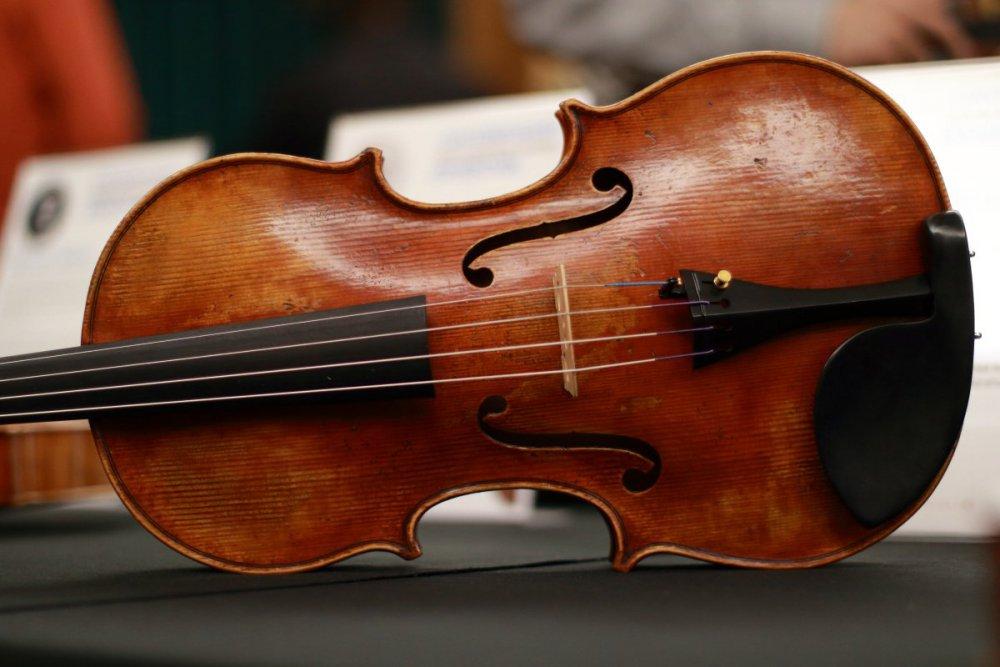 contrmporary-violin-exhibition-221-bassclef-october-18-2019.thumb.JPG.86f8bed2cbe99a03cf34e2a1c53f472c.JPG