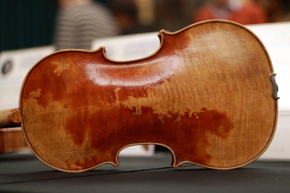 contrmporary-violin-exhibition-222-bassclef-october-18-2019.thumb.JPG.f516ea4c1c2666bed1556b6b657d46ab.JPG