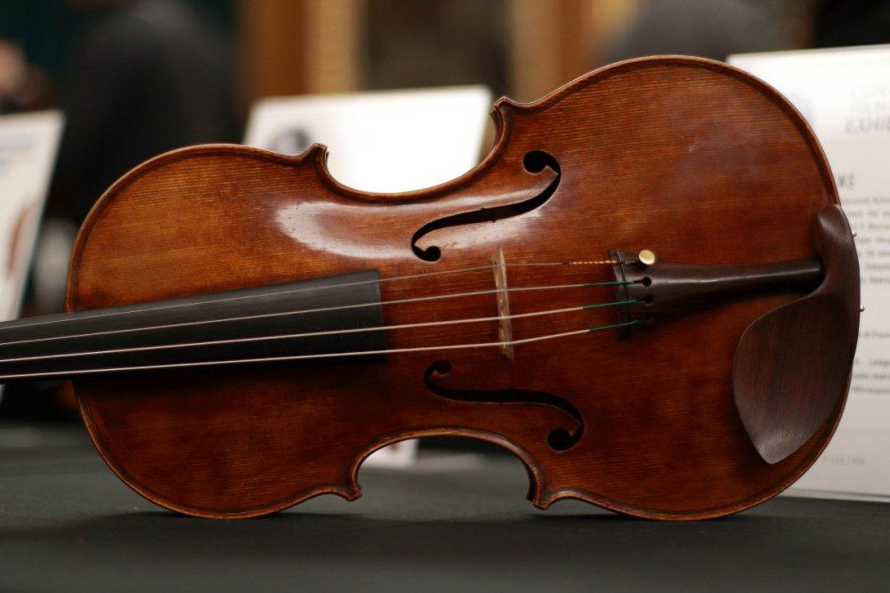 contrmporary-violin-exhibition-225-bassclef-october-18-2019.thumb.JPG.e270b73066d762e0c7d06721ec2da587.JPG