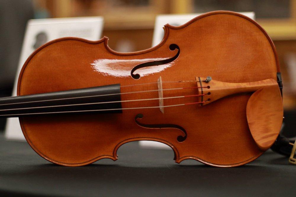 contrmporary-violin-exhibition-231-bassclef-october-18-2019.thumb.JPG.620dd1a072939495bde3ce08dc7db1d5.JPG