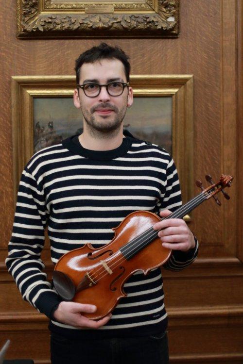 contrmporary-violin-exhibition-265-bassclef-october-18-2019.thumb.JPG.90f5fc2aaf1f6390a74b0f5e8f4ffddb.JPG