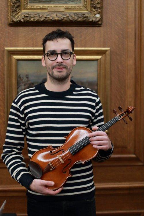 contrmporary-violin-exhibition-268-bassclef-october-18-2019.thumb.JPG.269663580ed59b060af21e9da1d3cb23.JPG