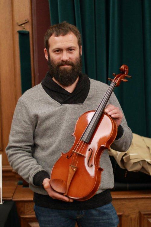 contrmporary-violin-exhibition-271-bassclef-october-18-2019.thumb.JPG.a1648c3cc2347fbd5d1b69dd28dd0d13.JPG