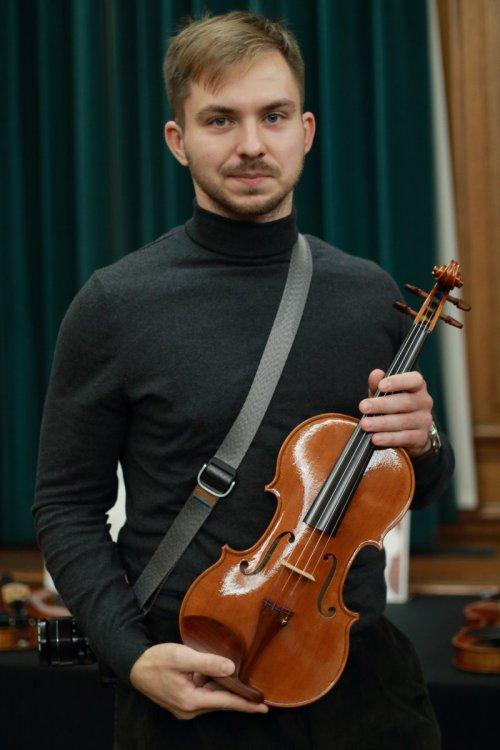 contrmporary-violin-exhibition-280-bassclef-october-18-2019.thumb.JPG.3f39b17486c0373a4bd043bc3b2c7660.JPG
