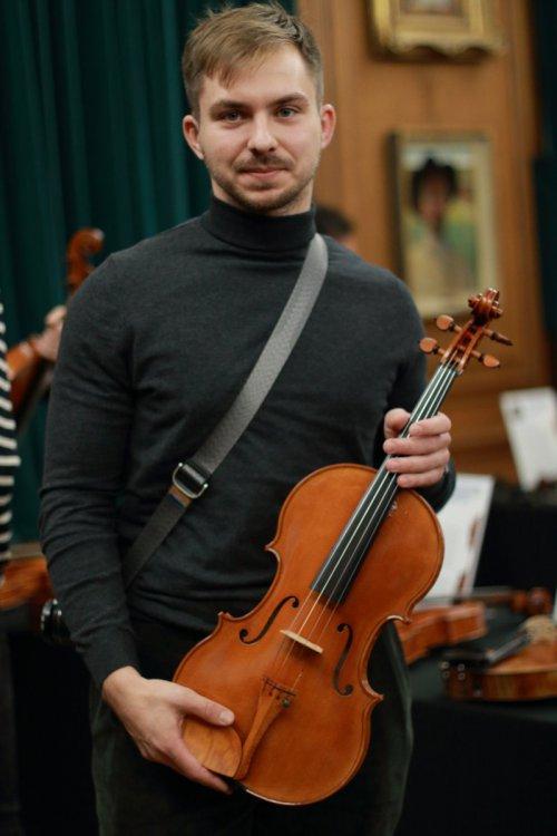 contrmporary-violin-exhibition-282-bassclef-october-18-2019.thumb.JPG.43adbb375ba40b552fb7a3408c10c710.JPG