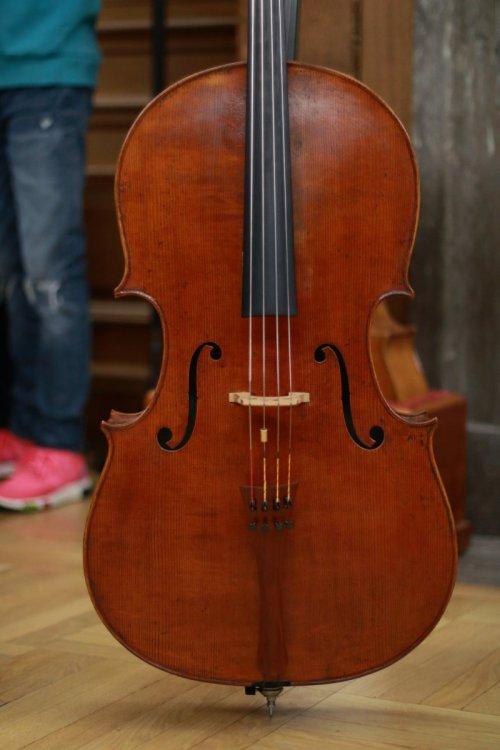 contrmporary-violin-exhibition-301-bassclef-october-18-2019.thumb.JPG.f20a297cff84ff562b363a6222a68d1d.JPG