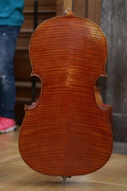 contrmporary-violin-exhibition-303-bassclef-october-18-2019.thumb.JPG.cbb01627d398cd5251e70ca19da6ccba.JPG