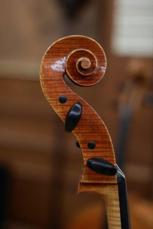 contrmporary-violin-exhibition-304-bassclef-october-18-2019.thumb.JPG.604157f65ff8ffc8ae86dad41582a23d.JPG