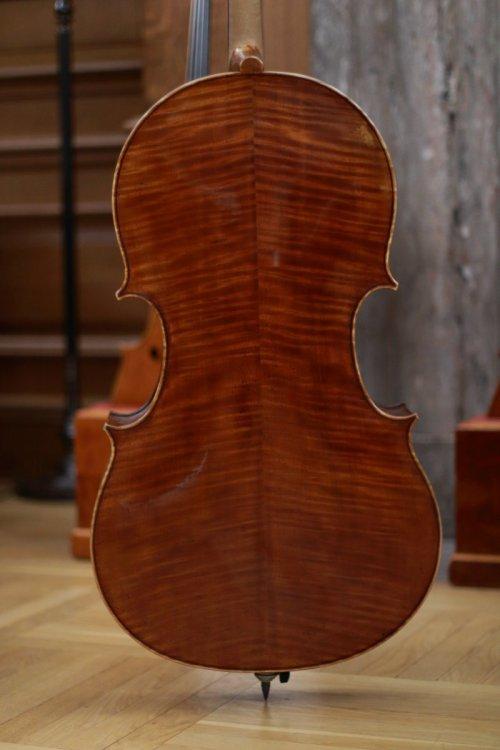 contrmporary-violin-exhibition-308-bassclef-october-18-2019.thumb.JPG.b2633f4365e43c8efd4b31630832ef26.JPG