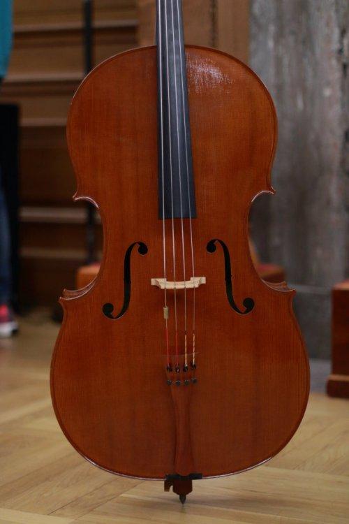 contrmporary-violin-exhibition-312-bassclef-october-18-2019.thumb.JPG.39ec93a3b9098000b418f3a0bb53011c.JPG