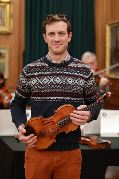 contrmporary-violin-exhibition-319-bassclef-october-18-2019.thumb.JPG.da29d38934a5c2fdef074d2e52c76591.JPG