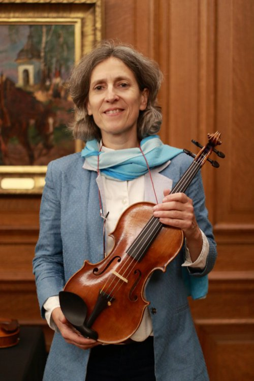 contrmporary-violin-exhibition-324-bassclef-october-18-2019.thumb.JPG.bed53dca627c64336b733ab3c0ccb518.JPG