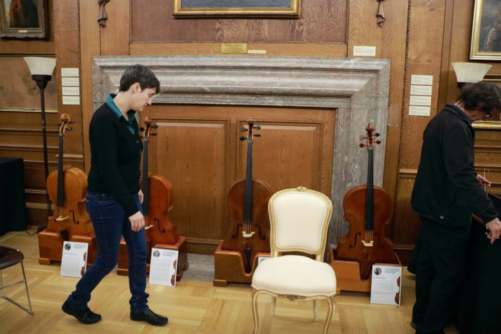 contrmporary-violin-exhibition-341-bassclef-october-18-2019.thumb.JPG.867f91e2d6b41909afb09bfbbd3df021.JPG