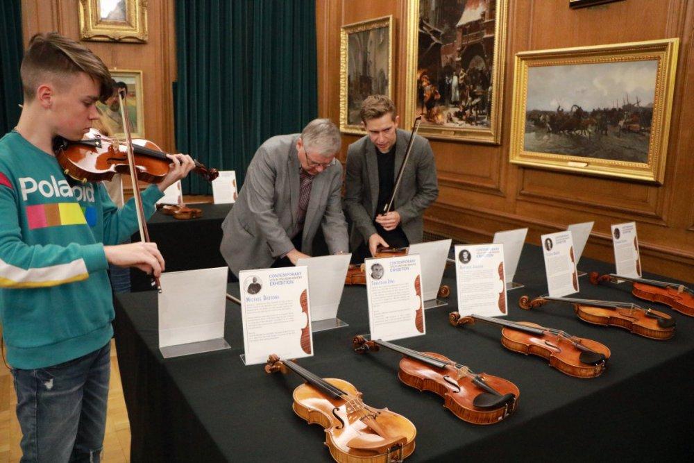 contrmporary-violin-exhibition-342-bassclef-october-18-2019.thumb.JPG.40d03f755e08733d948e0781e5ece582.JPG